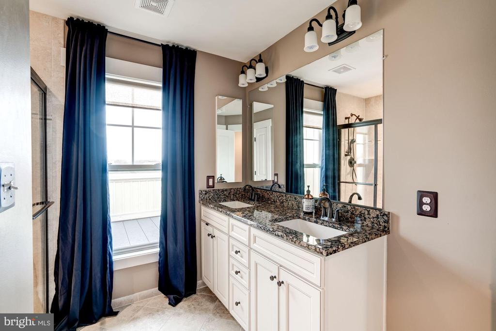 Beautiful double vanities - 22501 VERDE GATE TER, BRAMBLETON
