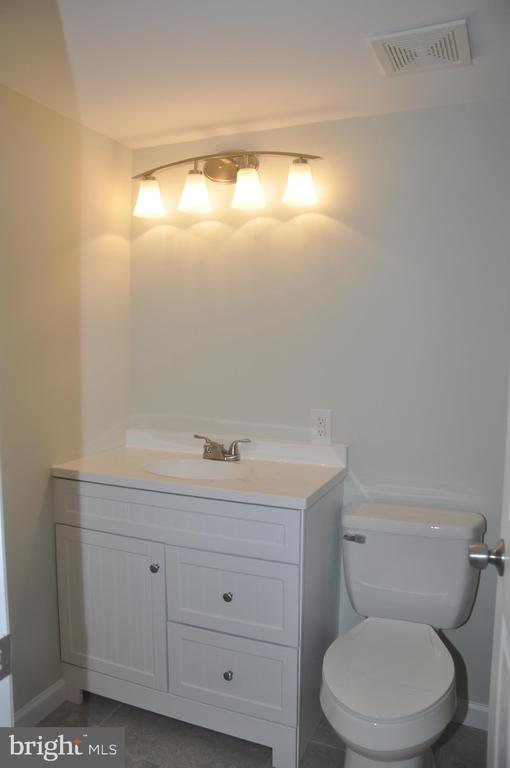 Bathrooms updated - 125 N-N CLUBHOUSE DR SW #2, LEESBURG
