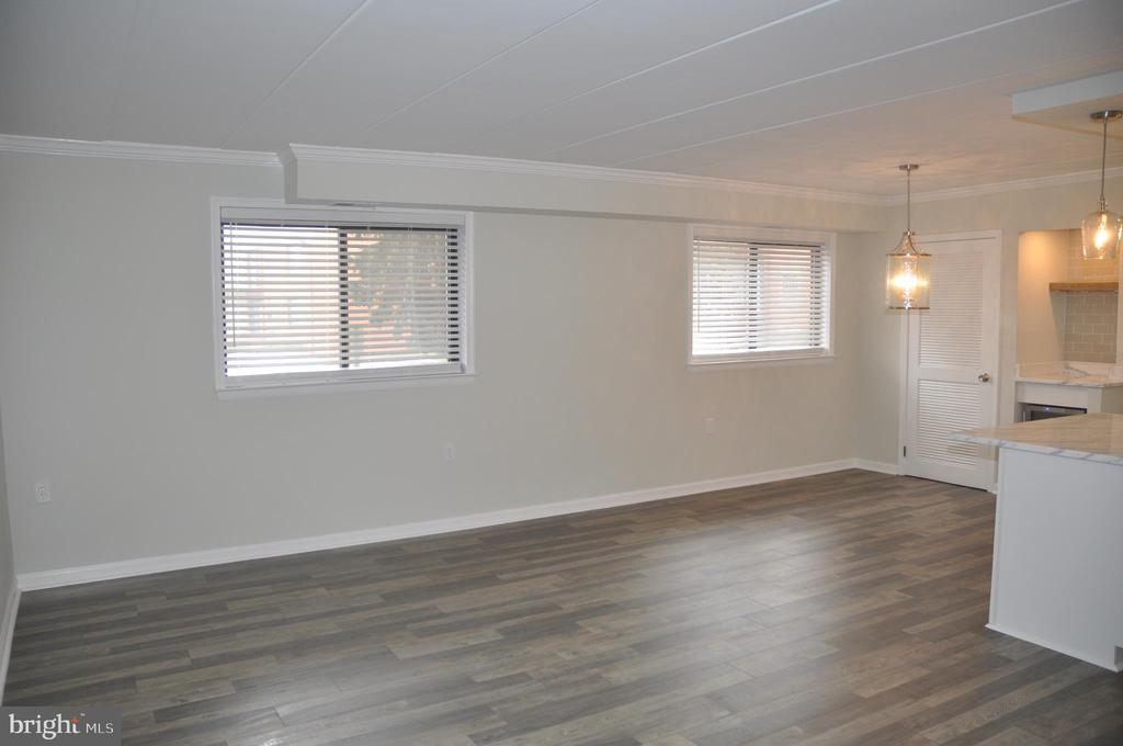 Lots of natural light - 125 N-N CLUBHOUSE DR SW #2, LEESBURG
