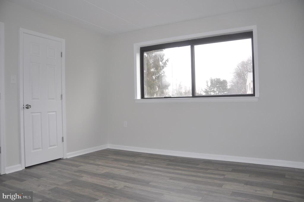 Hardwood floors in bedrooms - 125 N-N CLUBHOUSE DR SW #2, LEESBURG