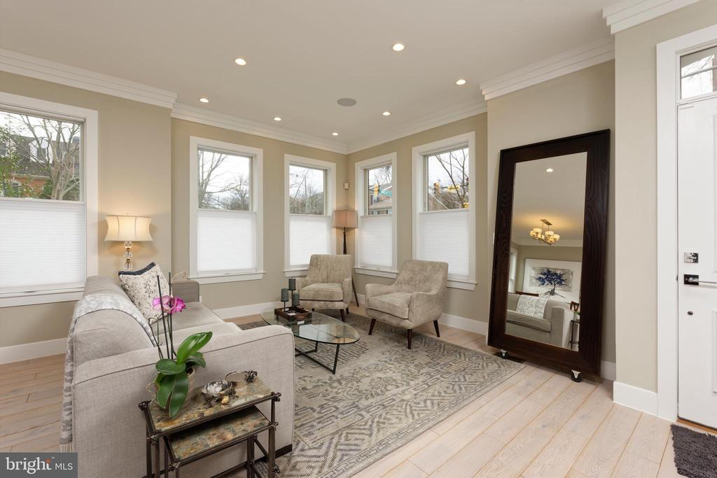 Stunning hardwood floors, abundant natural light. - 432 S COLUMBUS ST, ALEXANDRIA