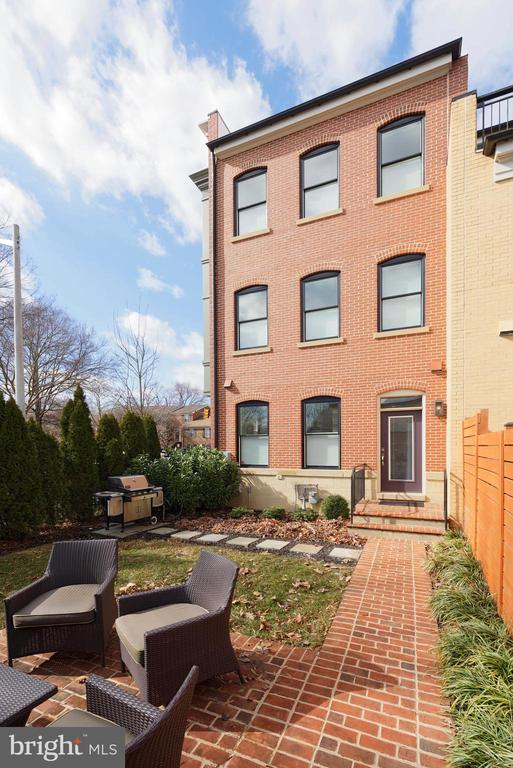 Stately rear view of this well built townhouse - 432 S COLUMBUS ST, ALEXANDRIA