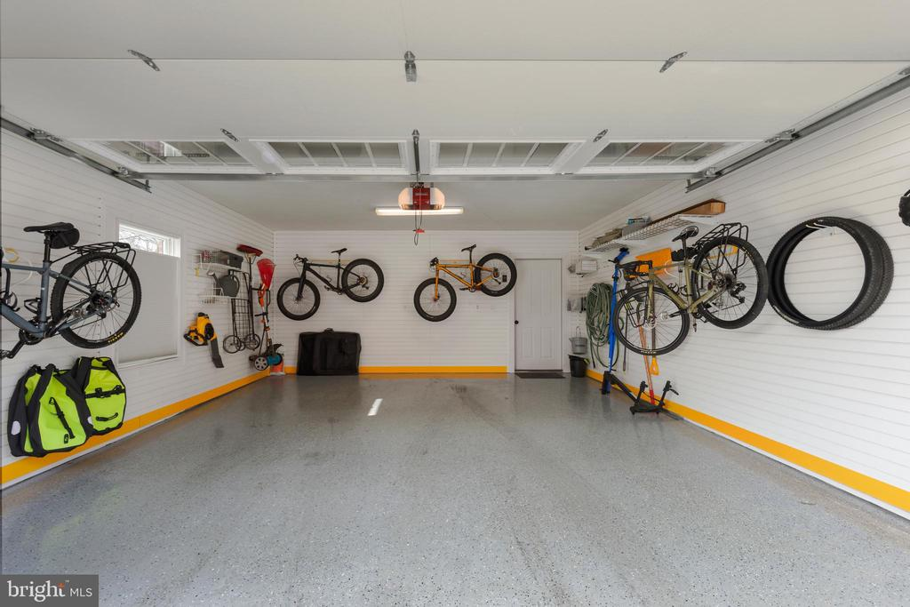 2 car garage with Garage Tek system - 432 S COLUMBUS ST, ALEXANDRIA