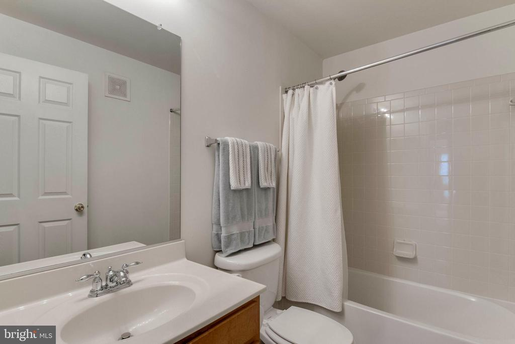 Hall bath - 6260 WOODRUFF SPRINGS WAY #23, HAYMARKET