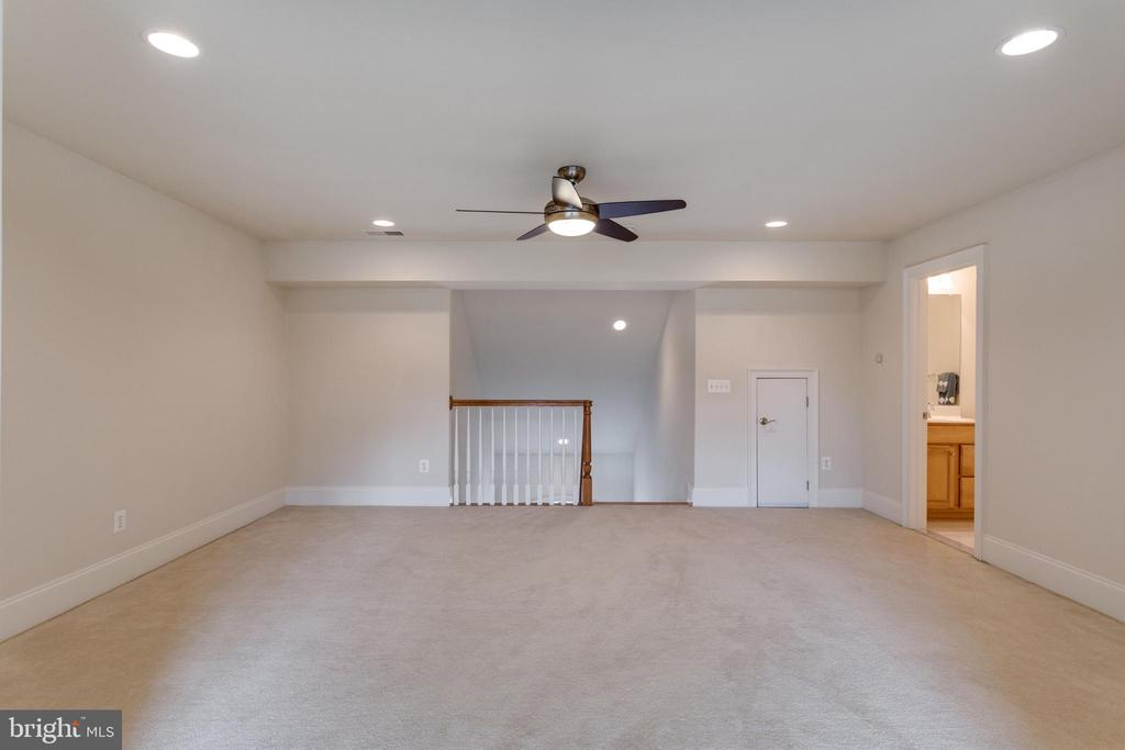 Loft with full bath. Can be 5th bedroom up! - 8423 FALCONE POINTE WAY, VIENNA