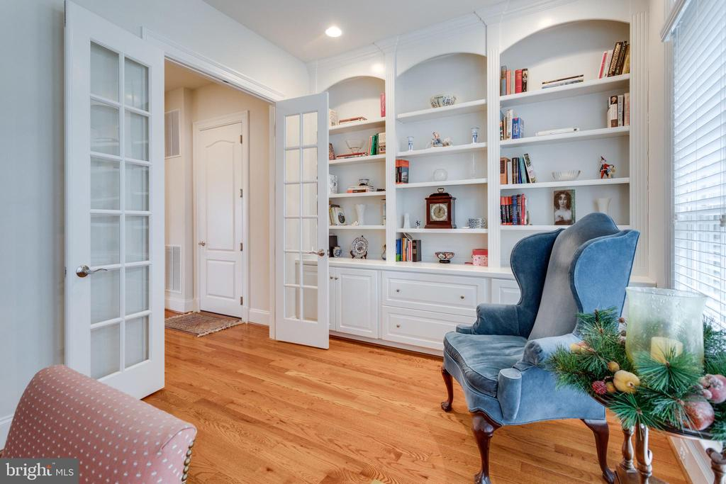 Awesome Built Ins Study - 8423 FALCONE POINTE WAY, VIENNA