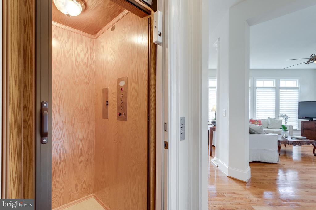 Elevator to all floors! - 8423 FALCONE POINTE WAY, VIENNA