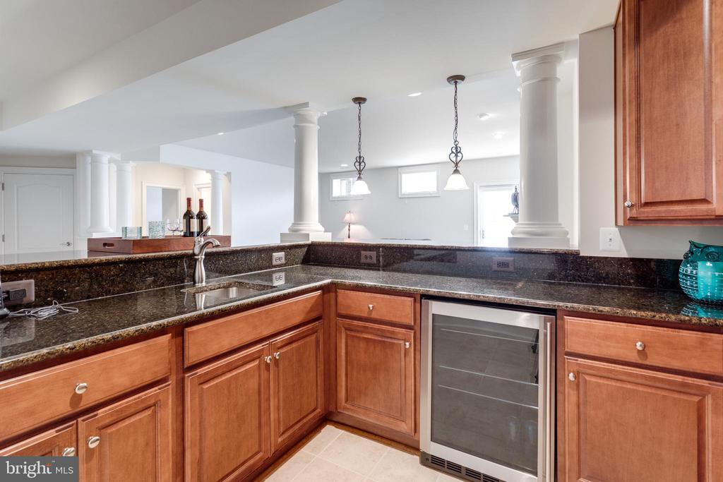 Full Bar for entertaining - 8423 FALCONE POINTE WAY, VIENNA