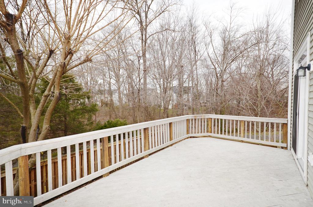 Composite Deck Backing to Woods - 21563 BANKBARN TER, BROADLANDS