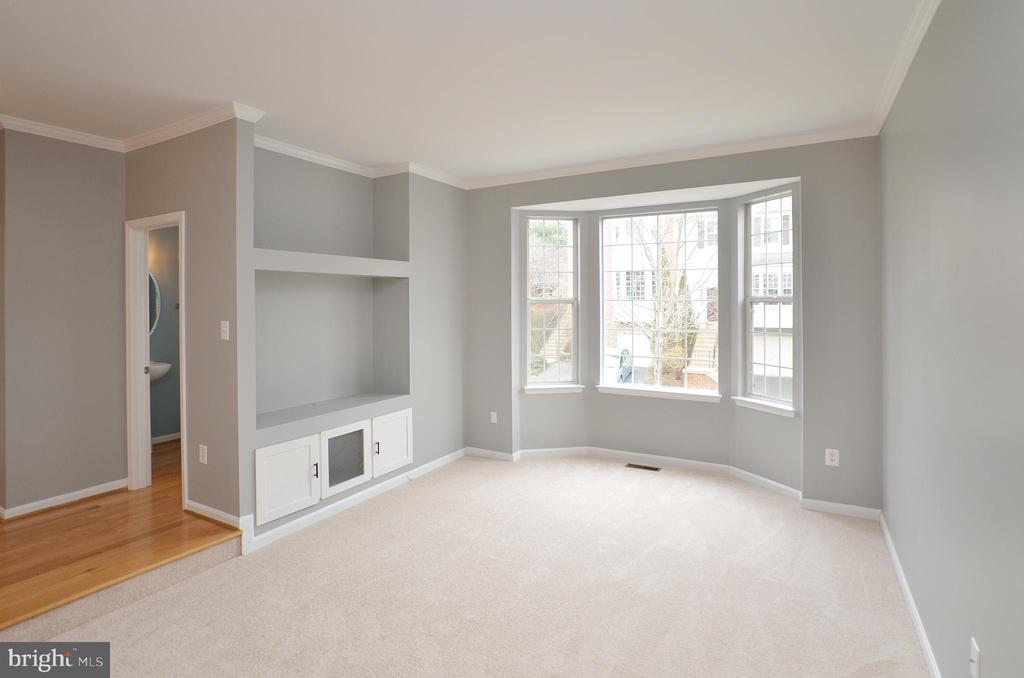 Open & Bright Living Room w/ Bay Window - 21563 BANKBARN TER, BROADLANDS