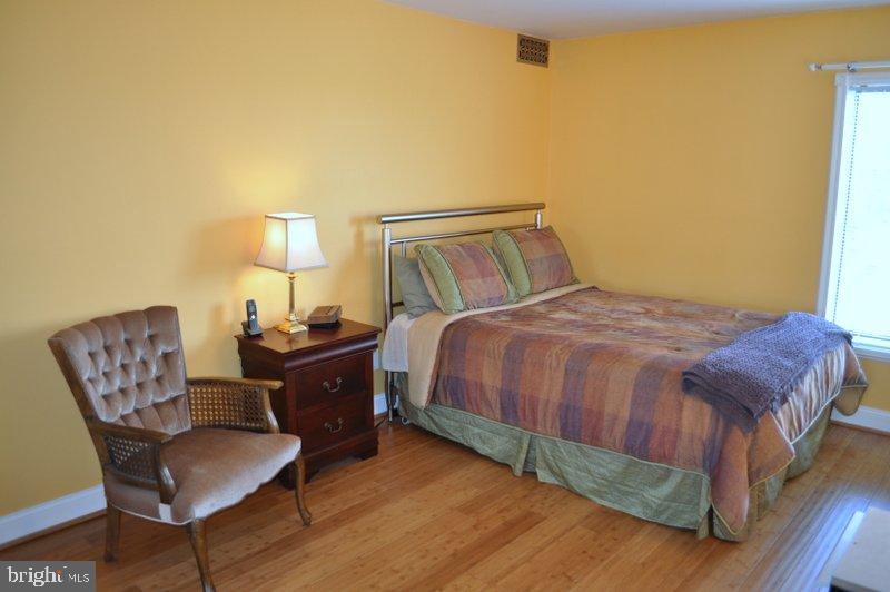 Large bedroom - 6001 ARLINGTON BLVD #706, FALLS CHURCH