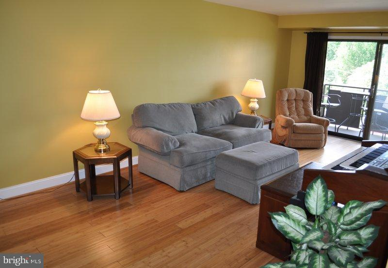 Living Room opens to Balcony - 6001 ARLINGTON BLVD #706, FALLS CHURCH