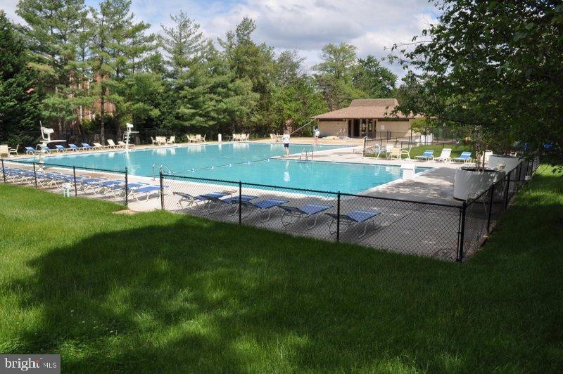 Two Outdoor Community Pools - 6001 ARLINGTON BLVD #706, FALLS CHURCH