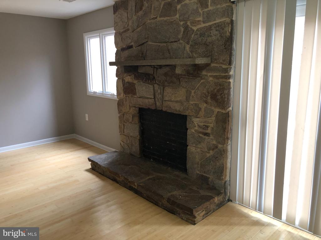 Beautiful  Stone Fireplace with Mantel - 111 MEADOWS LN NE, LEESBURG