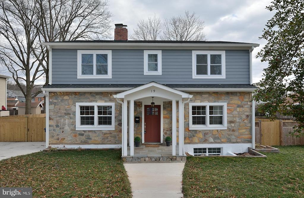 One of Alexandria 4 Bedroom Homes for Sale at 19 N EARLY STREET