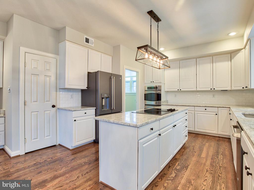 NEWER APPLIANCES, DOUBLE WALL OVEN - 1135 ROUND PEBBLE LN, RESTON