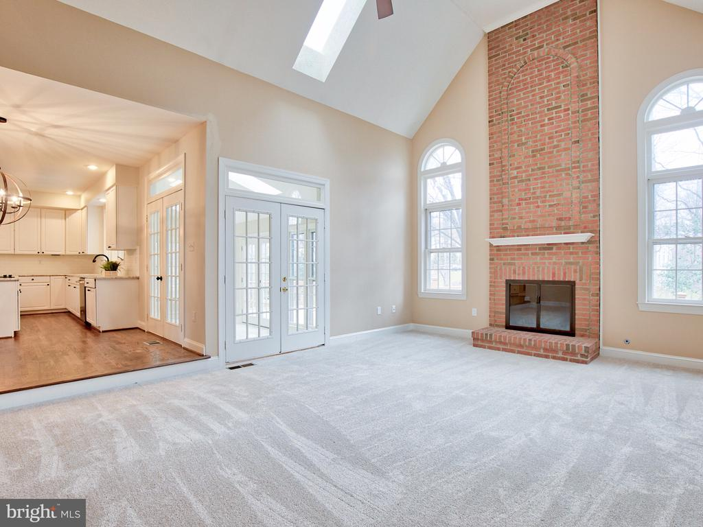 FAMILY ROOM WITH FIREPLACE - 1135 ROUND PEBBLE LN, RESTON