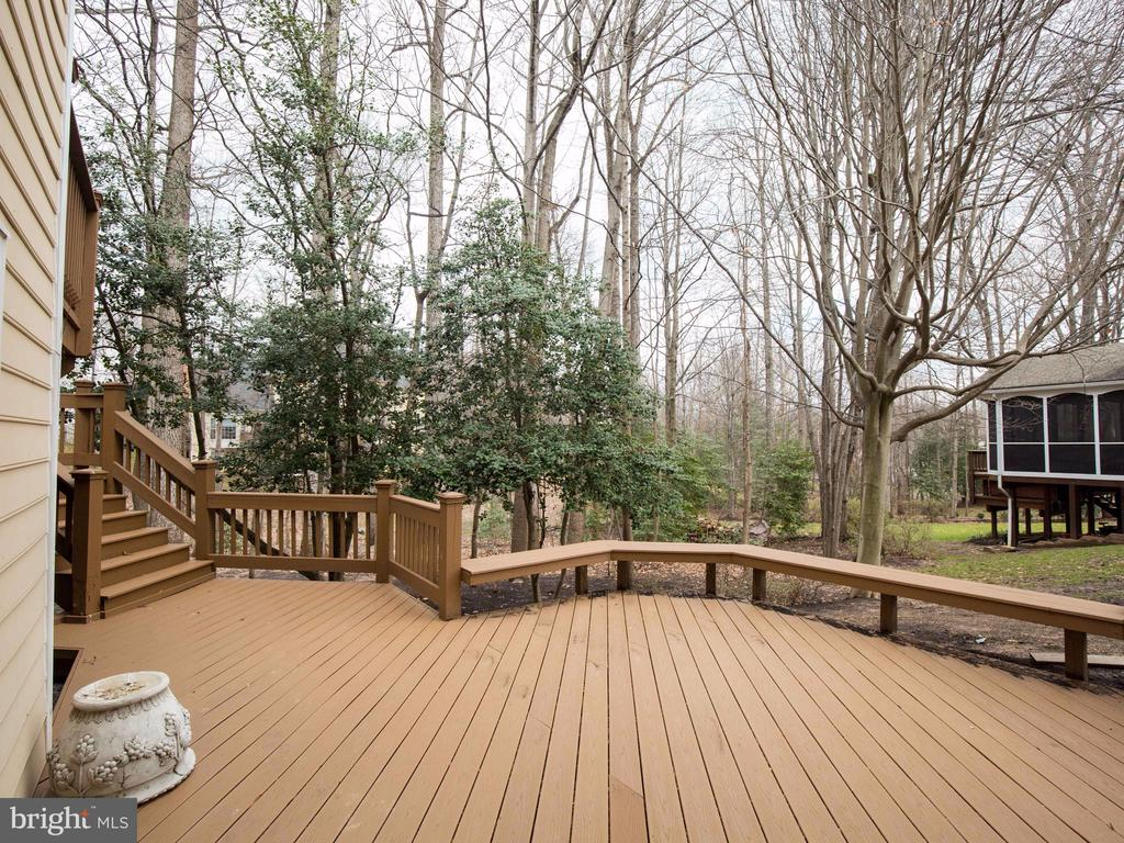 RECENTLY UPDATED WITH TREX DECKING - 1135 ROUND PEBBLE LN, RESTON