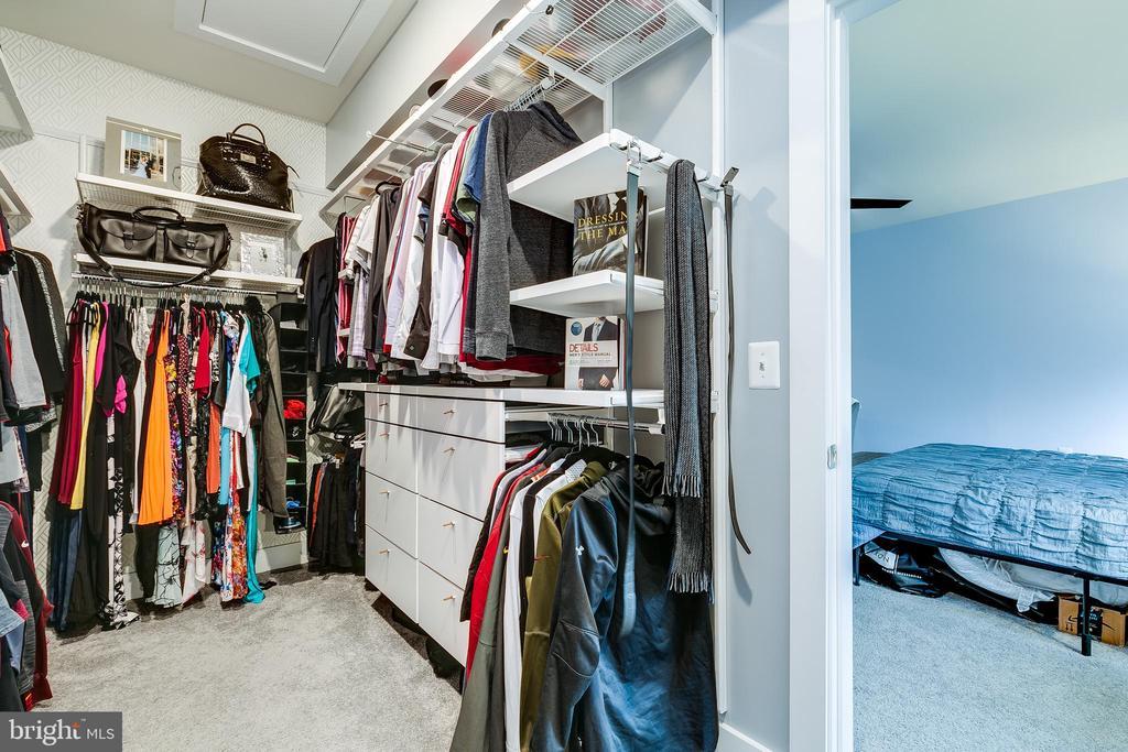 Master Custom Closet - 20497 MILBRIDGE TER, ASHBURN