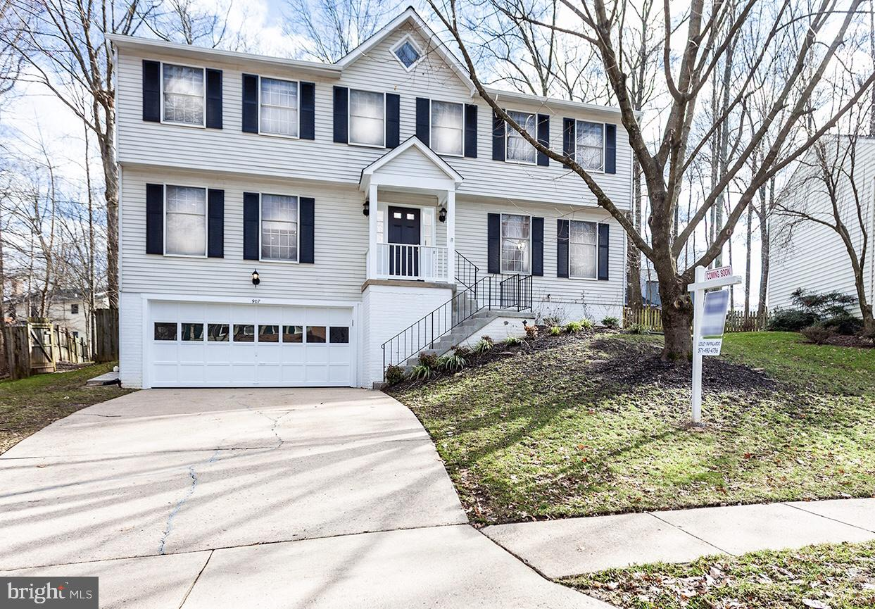 Single Family for Sale at 907 Barker Hill Rd 907 Barker Hill Rd Herndon, Virginia 20170 United States