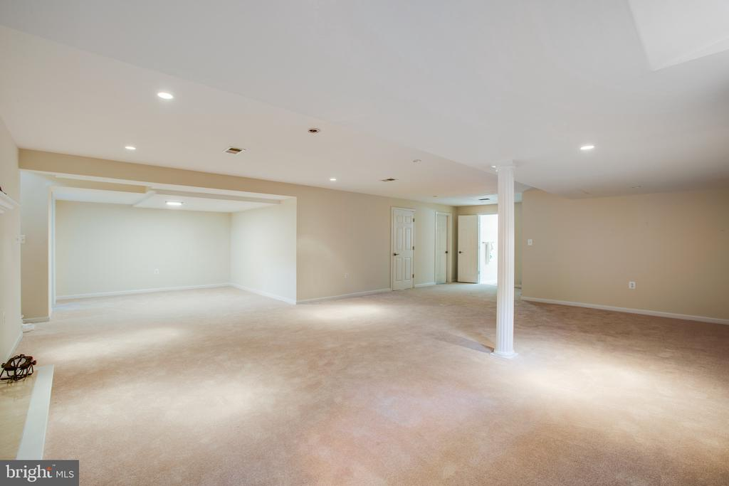 Light and Bright basement - 1100 BEVERLEY DR, ALEXANDRIA