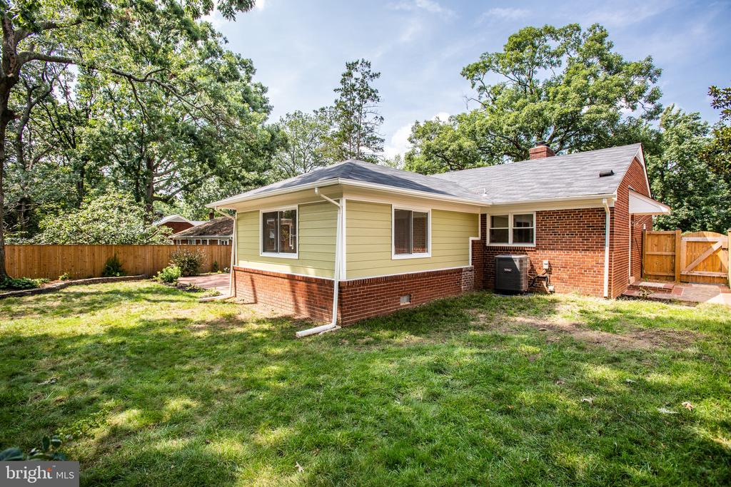 Completely renovated with nice fenced yard - 1100 BEVERLEY DR, ALEXANDRIA