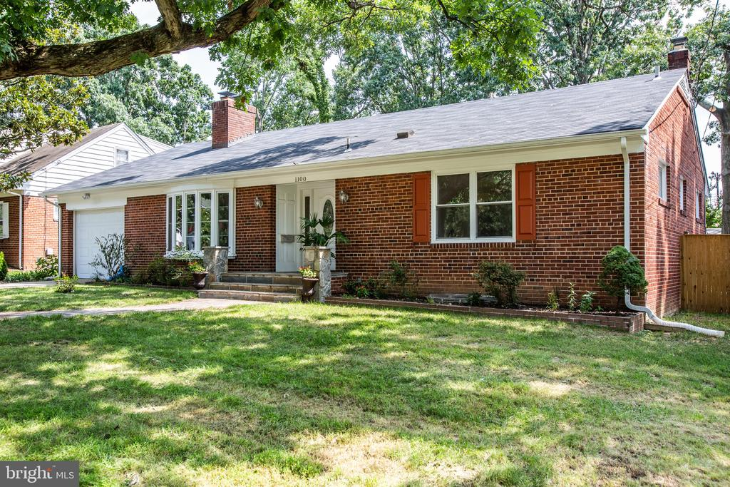 Brick rambler with fully finished basement - 1100 BEVERLEY DR, ALEXANDRIA