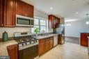 Beautiful kitchen with granite, SS appliances - 1100 BEVERLEY DR, ALEXANDRIA
