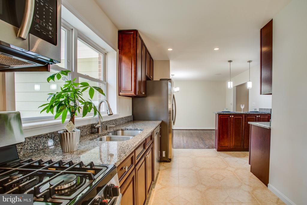 beautiful kitchen - 1100 BEVERLEY DR, ALEXANDRIA