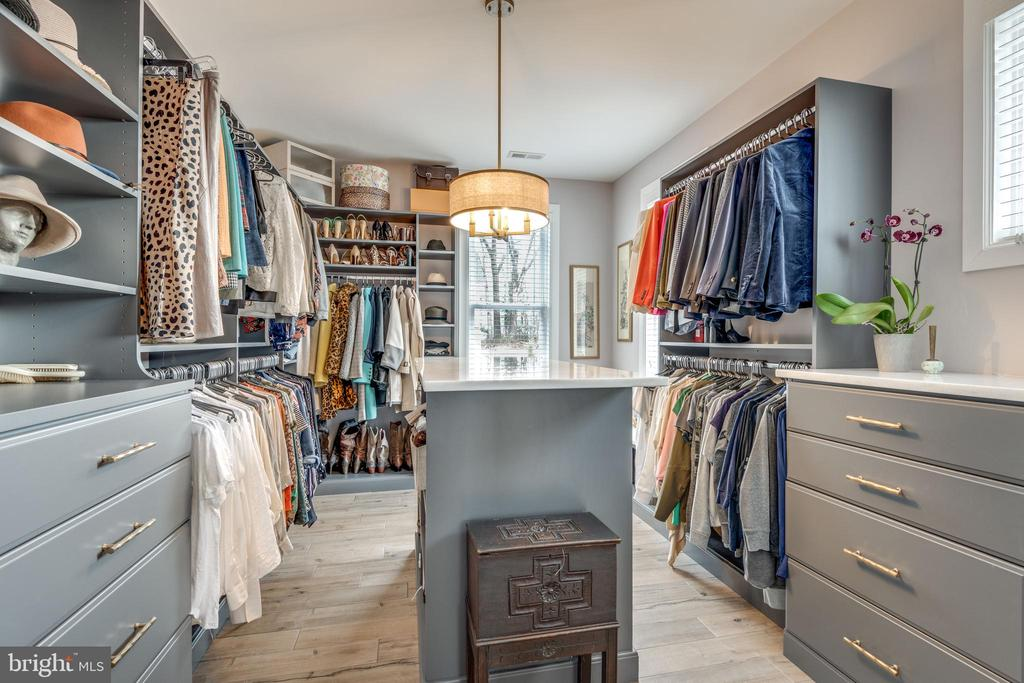 'Her' closet with granite countered storage - 1102-A MONROE ST, HERNDON