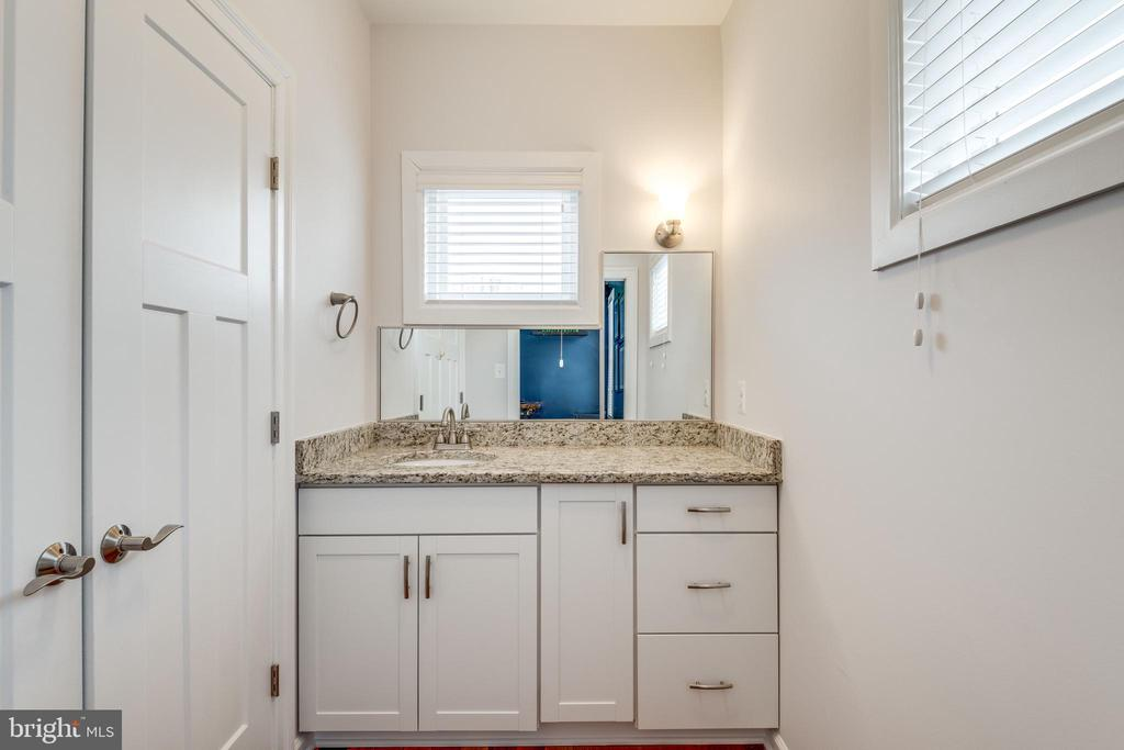 Dressing closet with sink and vanity - 1102-A MONROE ST, HERNDON