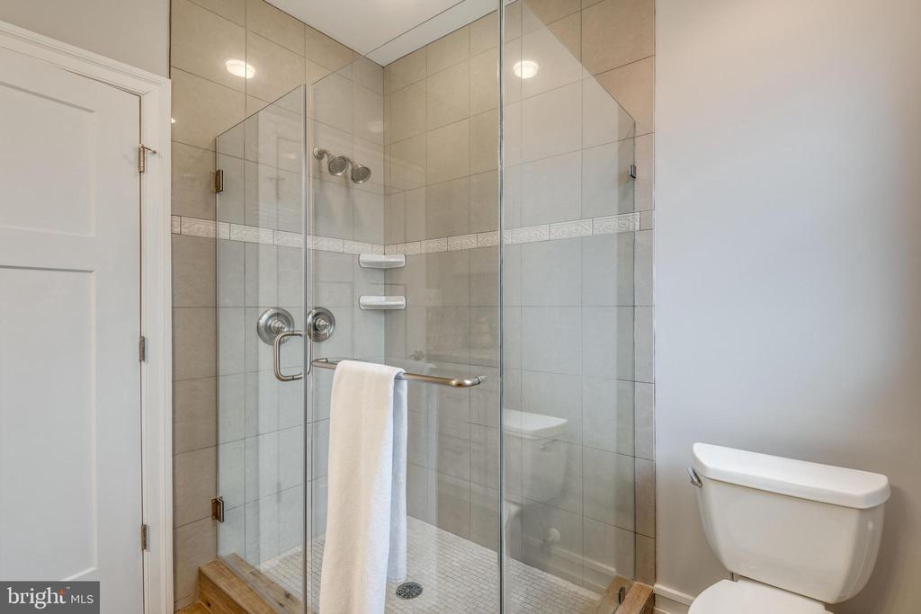 Main level guest ensuite seamless shower - 1102-A MONROE ST, HERNDON