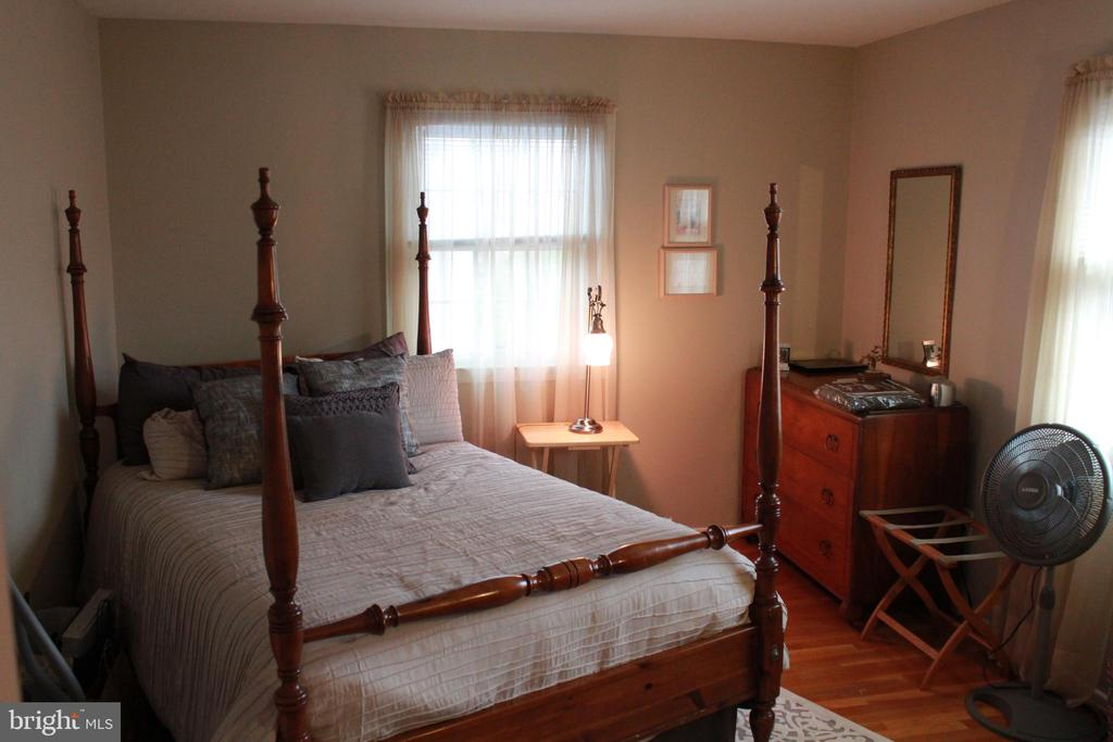 Fourth Bedroom - upstairs - 9005 CHERRYTREE DR, ALEXANDRIA