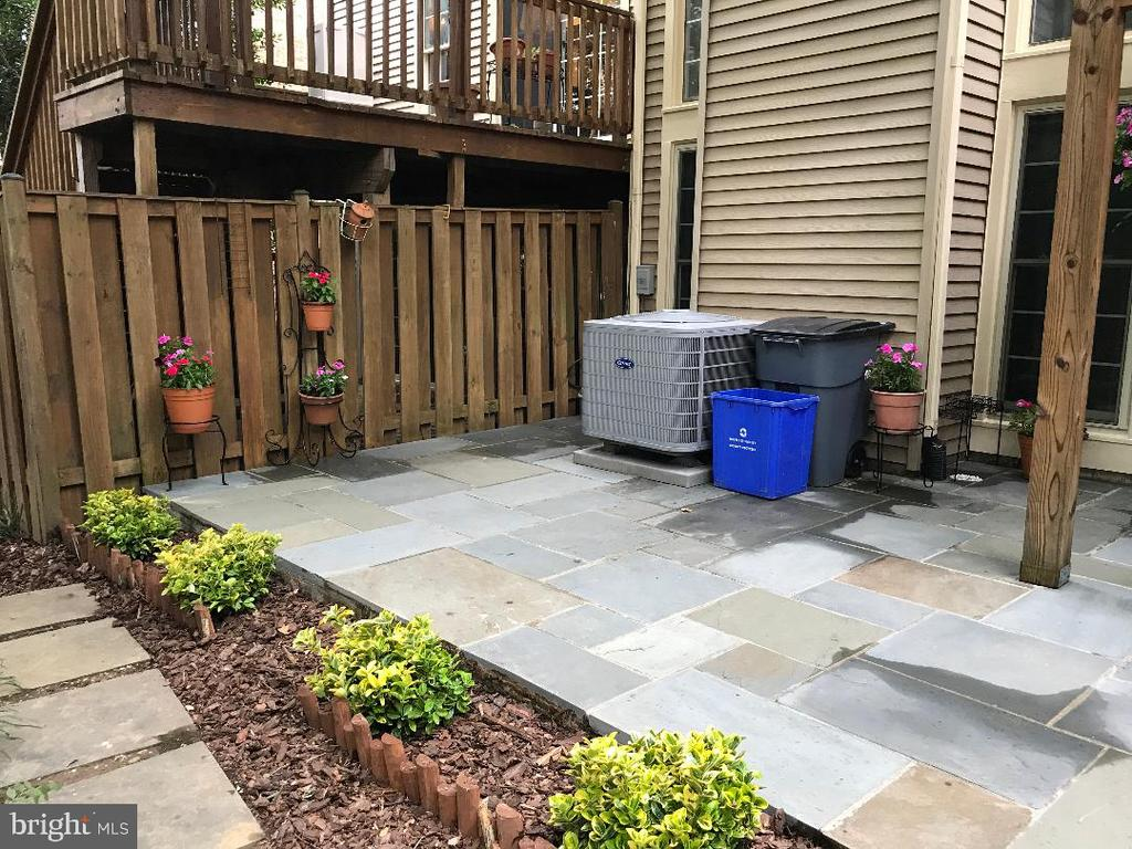 ENJOY THE SPRING COLOR SOON! - 10419 ENGLISHMAN DR #25, ROCKVILLE