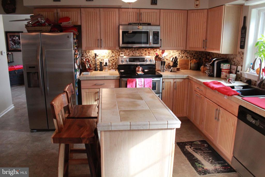 Renovated Kitchen with center island - 9005 CHERRYTREE DR, ALEXANDRIA
