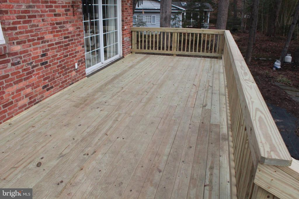 New back deck - 9005 CHERRYTREE DR, ALEXANDRIA