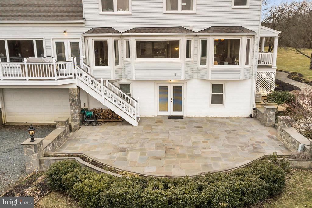 Stunning stone patio for your outdoor enjoyment - 13762 JAMES MONROE HWY, LEESBURG