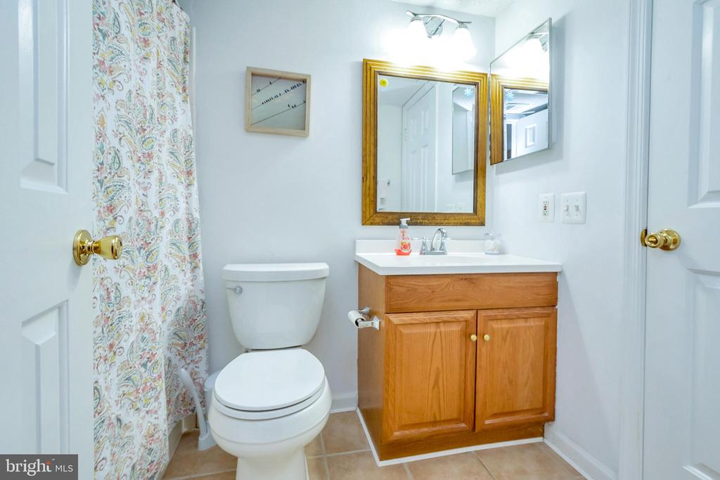 Full Bathroom - 9350 CASPIAN WAY #301, MANASSAS