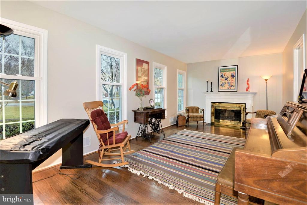 Family room with lot of windows for natural light - 2305 ROSEDOWN DR, RESTON