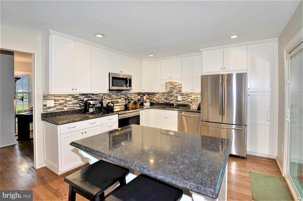 large island - 2305 ROSEDOWN DR, RESTON