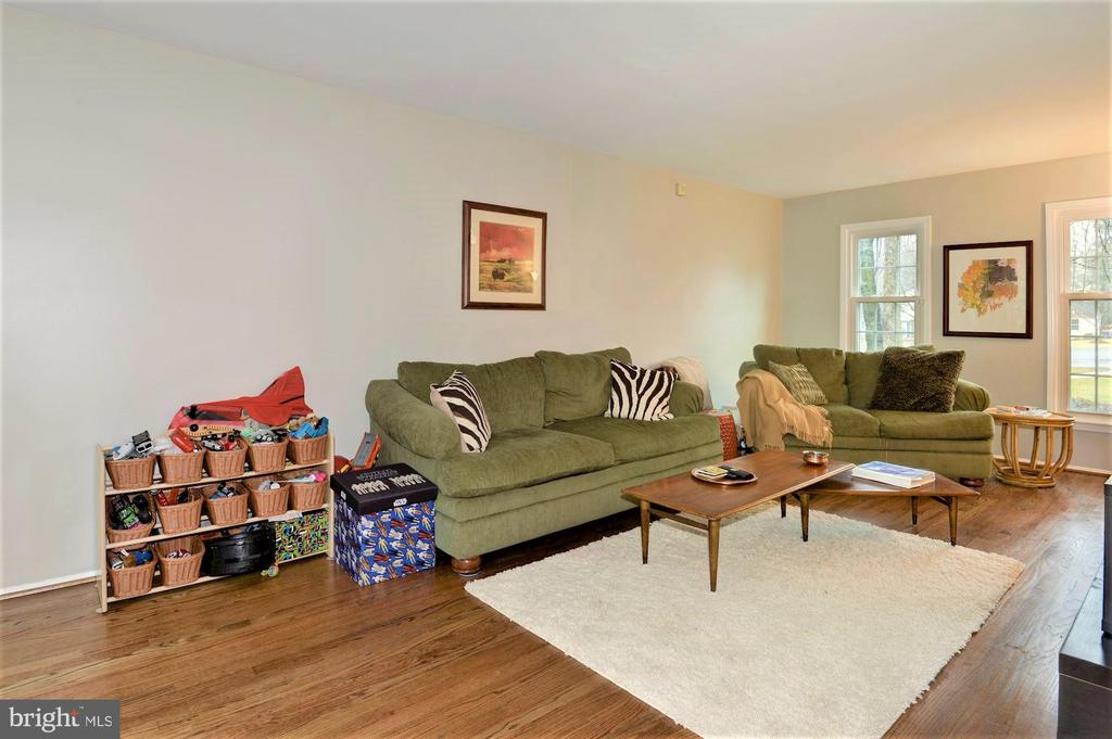 Living room freshly painted - 2305 ROSEDOWN DR, RESTON