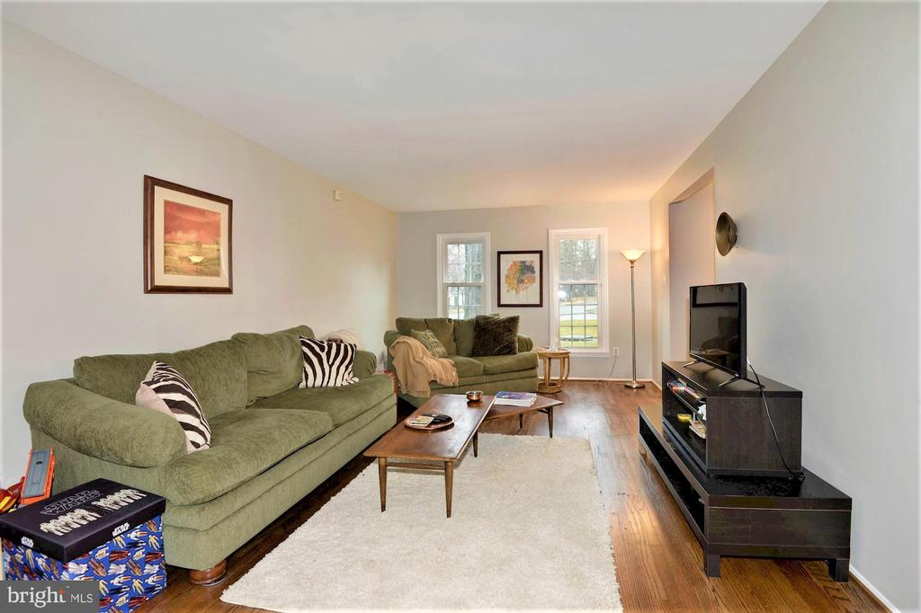 Living room view - 2305 ROSEDOWN DR, RESTON