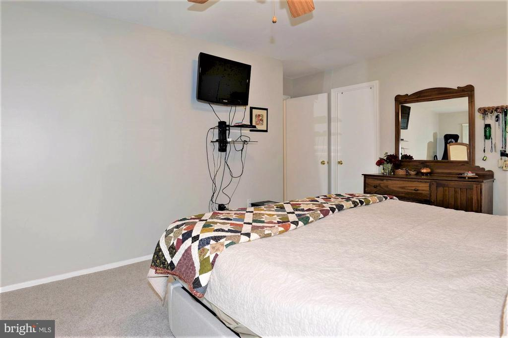 master bedroom - 2305 ROSEDOWN DR, RESTON