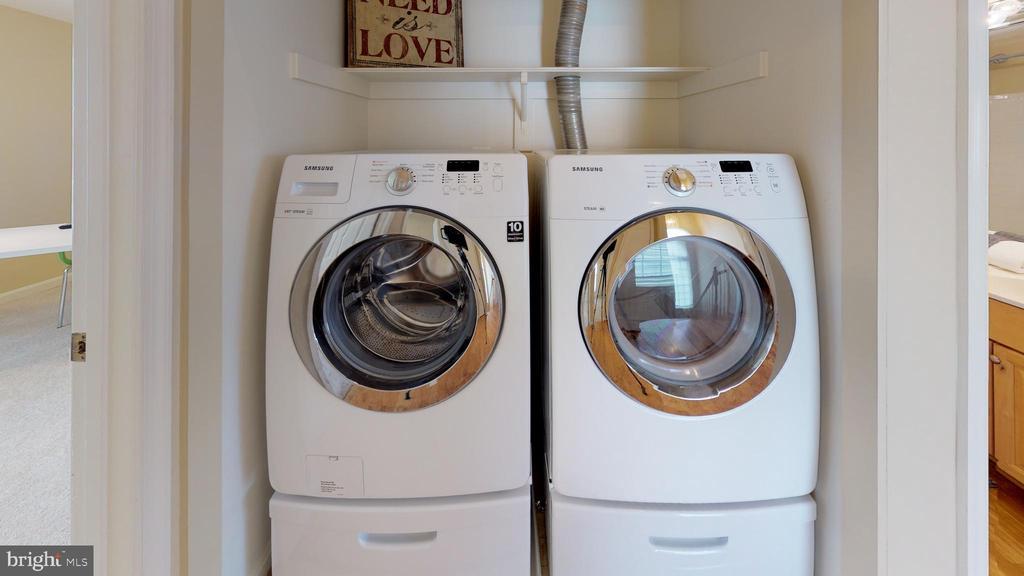 Convenient upper level laundry - 26104 NIMBLETON SQ, CHANTILLY