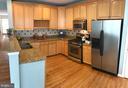 Gourmet ktichen boasts stainless steel appliances - 26104 NIMBLETON SQ, CHANTILLY