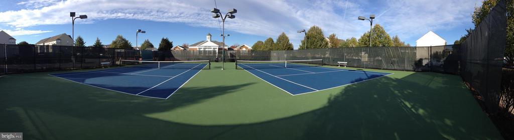 Lighted tennis courts - 26104 NIMBLETON SQ, CHANTILLY