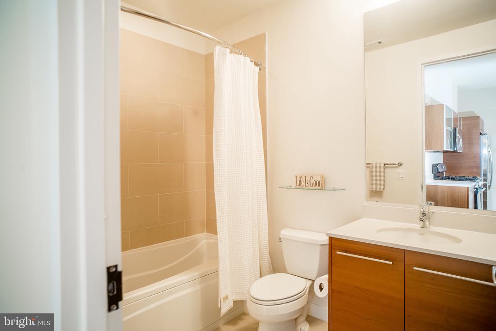 Full Bath - 12025 NEW DOMINION PKWY #313, RESTON