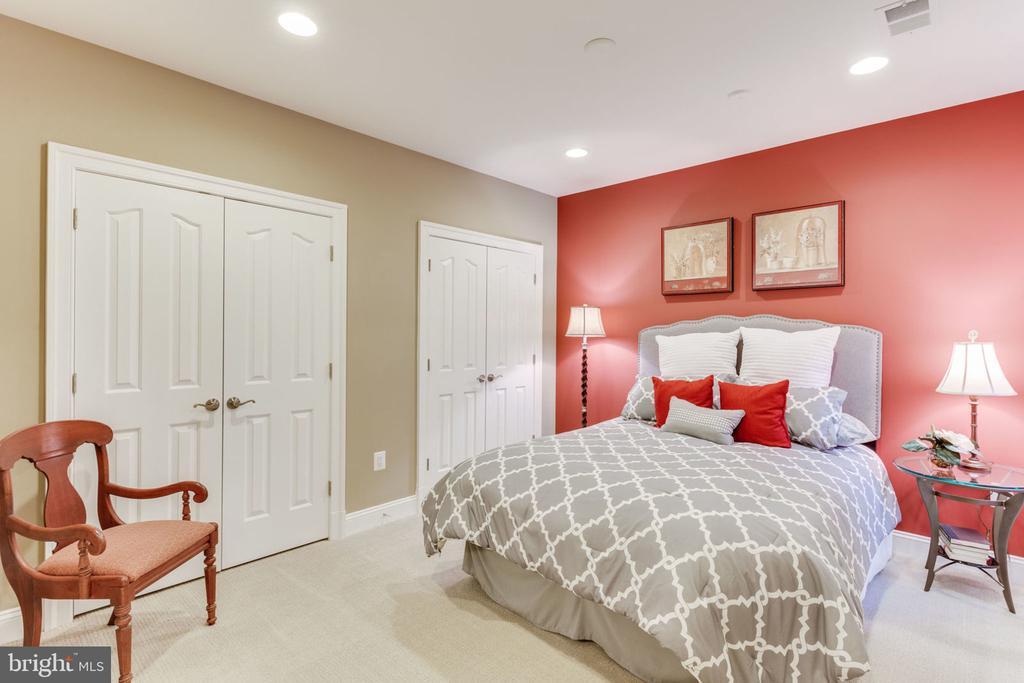 Basement Bedroom - 8 SWEET WILLIAM DR, STAFFORD