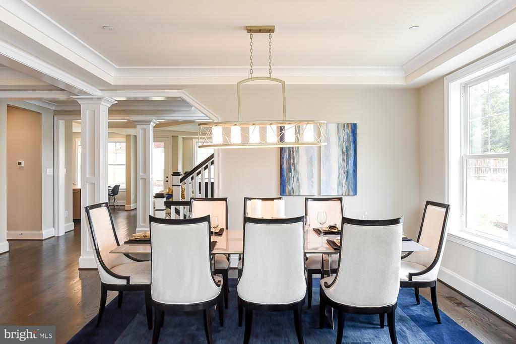 Spacious Dining Room- easily seat 8! - 4617 GLENBROOK PKWY, BETHESDA