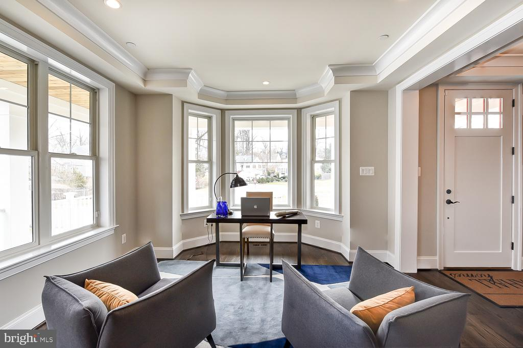 Front room- sitting room/office/combo - 4617 GLENBROOK PKWY, BETHESDA